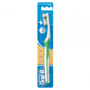 Oral-B 123 Maxi Clean Manual Toothbrush - Medium